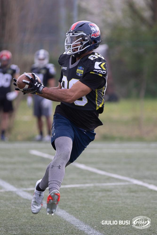 Dayan Almeida in azione durante il combine