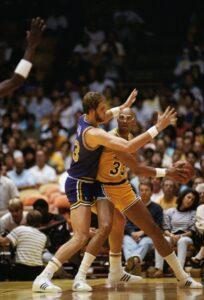 Mark Eaton in azione contro i Los Angeles Lakers