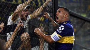 Carlos Tevez esulta dopo il gol decisivo contro il Gimnasia y Esgrima La Plata per la vittoria del campionato argentino 2019/2020 (Crediti della foto: Getty Images)