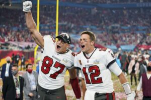 Tom Brady e Rob Gronkowski dopo l'ultimo Super Bowl